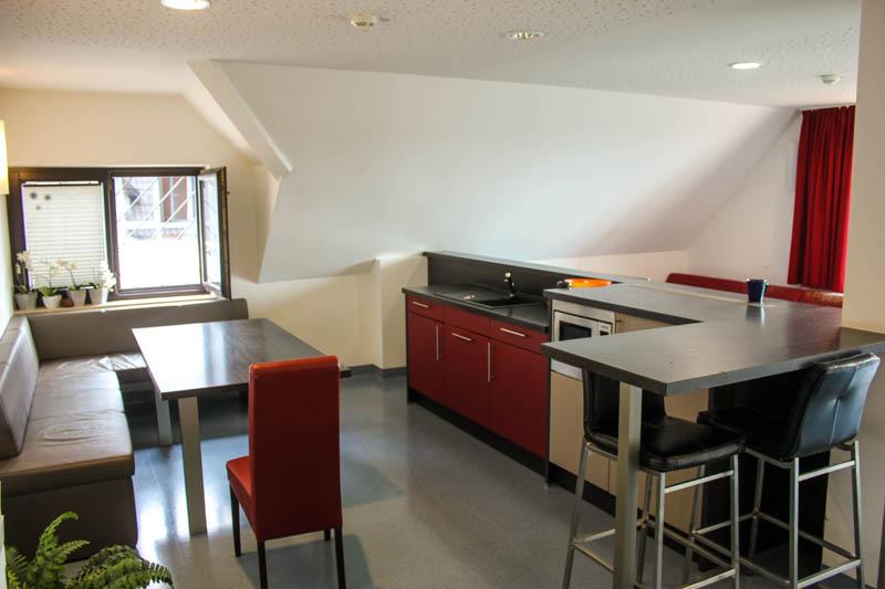 Haus-auf-der-Hardt-Pflege-Galerie-11-Haus-Himmel-Fenster-Wolken-Dienstleister-Betreutes-Wohnen-Therapie-Zentrum-Leistungen-Ambulant-Stationär