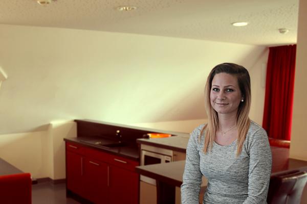 Haus-auf-der-Hardt-Pflege-Ueber-uns-Team-18-Haus-Himmel-Fenster-Wolken-Dienstleister-Betreutes-Wohnen-Therapie-Zentrum-Leistungen-Ambulant-Stationär