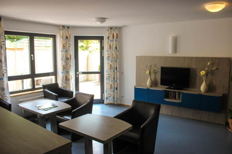 Haus-auf-der-Hardt-Pflege-Galerie-9-Haus-Himmel-Fenster-Wolken-Dienstleister-Betreutes-Wohnen-Therapie-Zentrum-Leistungen-Ambulant-Stationär